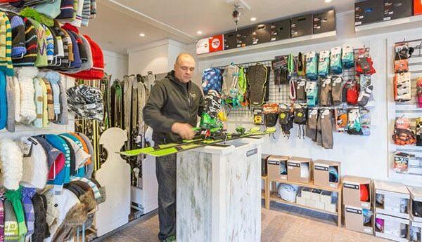 ski-higher-fixing-skis